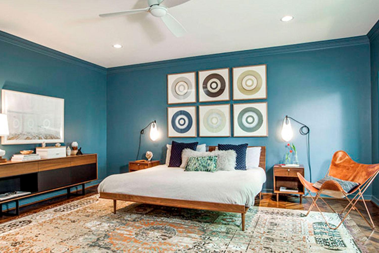 Mid Century Bedroom with Butterfly Chair - Estilos de Recamaras principales
