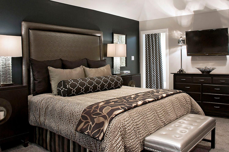 luxurious small master bedroom color ideas with gray fabric headboard and sweet ash gray quilt ideas - Estilos de Recamaras principales